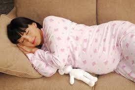 Posisi Tidur Perempuan Hamil Muda Yang Aman Untuk Rahim